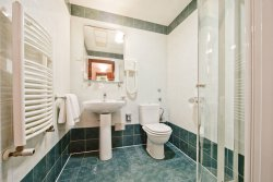 central_bathroom_3